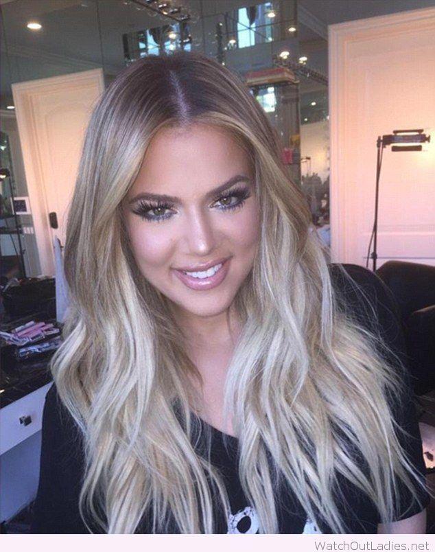 וואלה אופנה On Instagram קלואי קרדשיאן מאוהבת בקארה הבלונדיני שלה ופייר גם אנחנו Khloe Kardashian Hair Thick Hair Styles Short Hair Styles