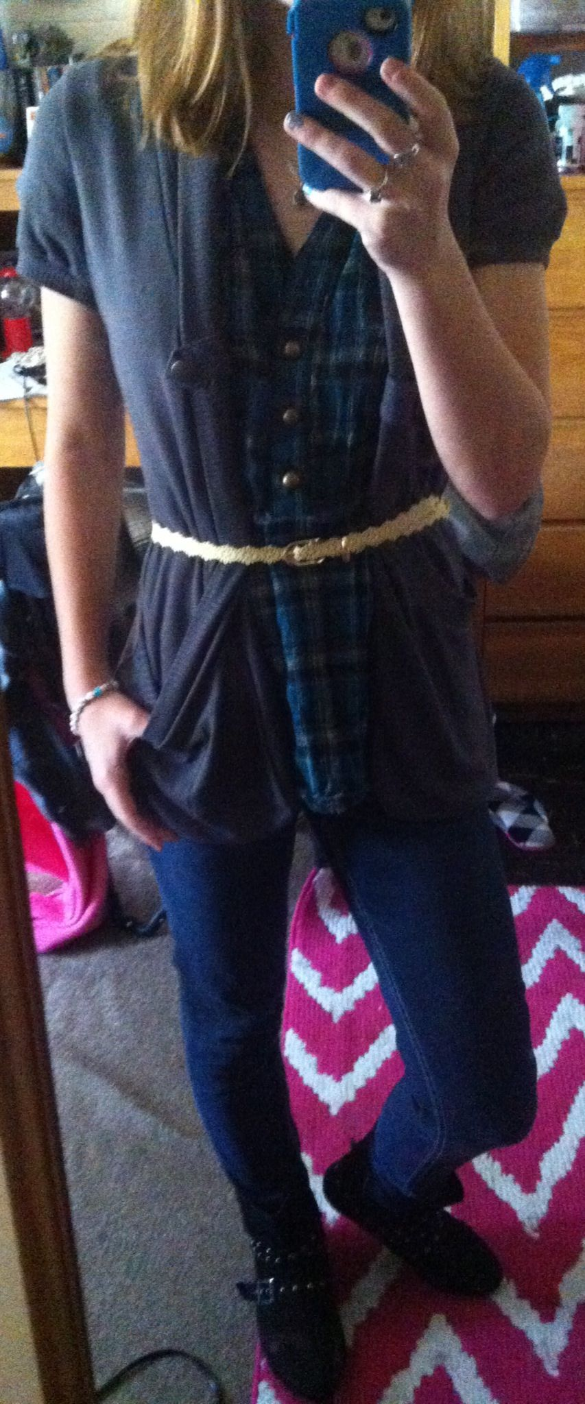 Plaid, grey cover, skinny jeans, colored belt, boots