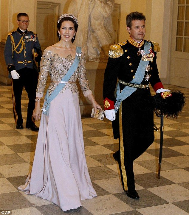 Princess Mary dazzles in glittering gown at Queen\'s birthday ...