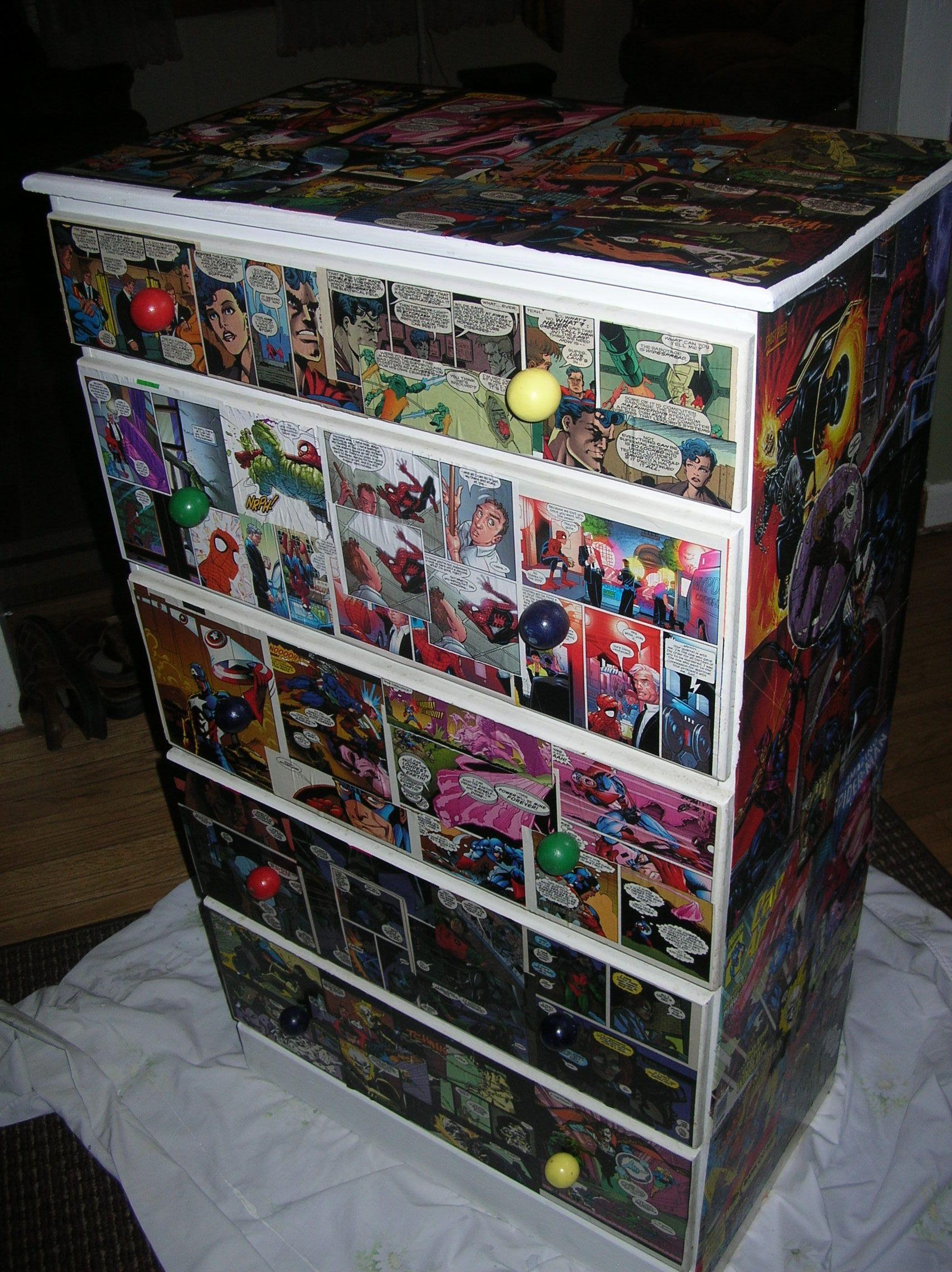 Easy To Do Decoupaged Dresser With Comic Books Trabajo  # Bubba Muebles Infantiles