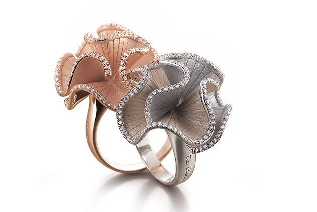 ANNAMARIA CAMMILLI   Collezione Sultana, anello in oro rosa con diamanti e anello in oro natural e bianco con diamanti