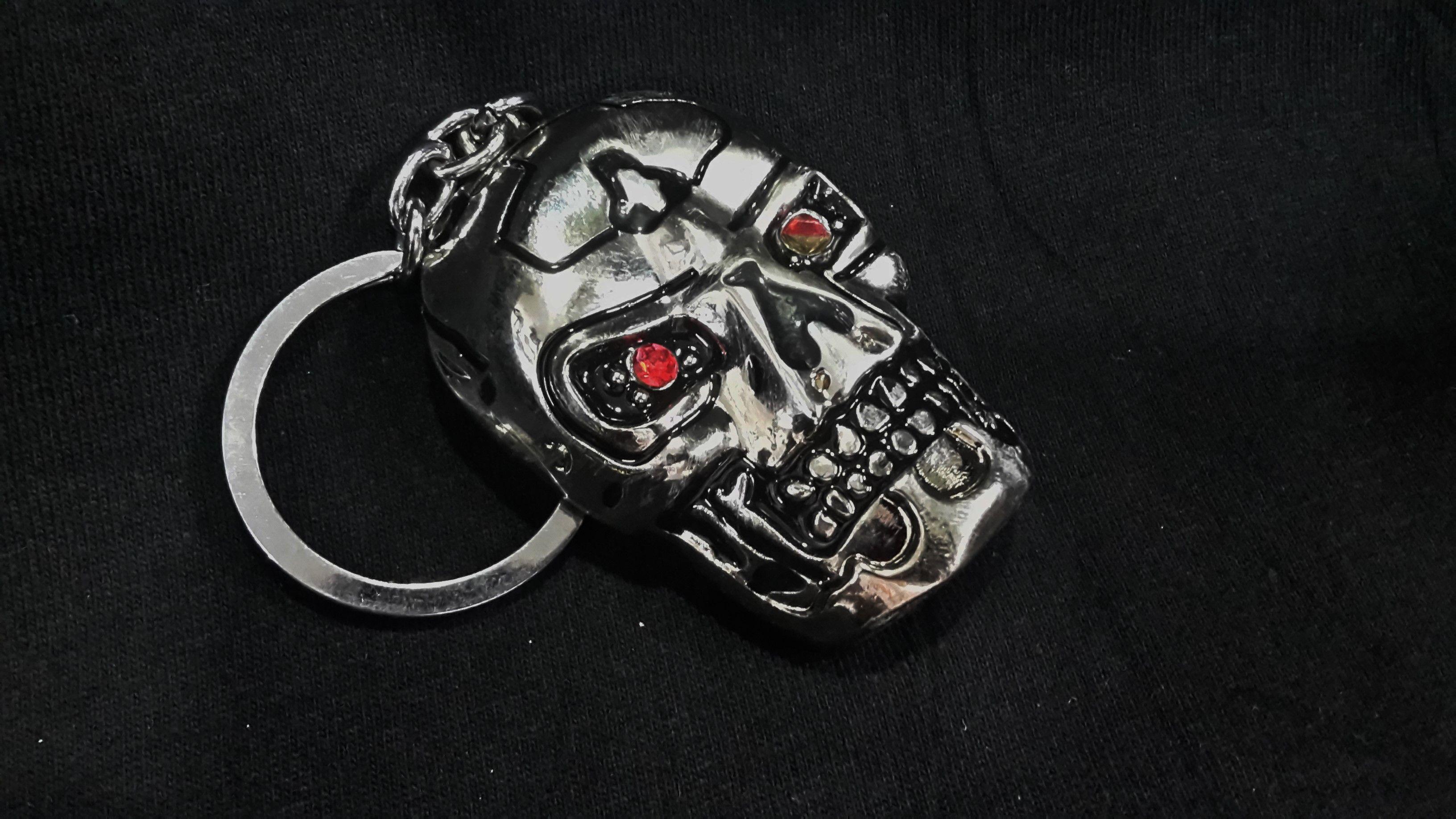 Llavero con la cara plana de endoesqueleto de Terminator