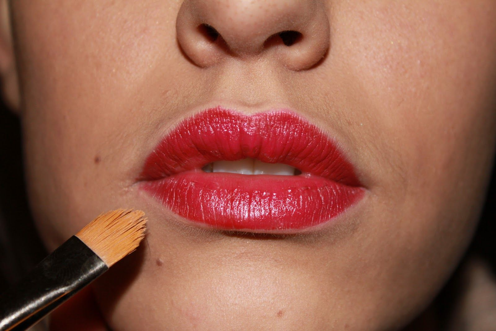 Steps To Apply Lipstick Perfectly (With images) How to