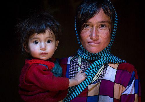 Portrait of an afghan mother with her son, Badakhshan province, Zebak, Afghanistan   da Eric Lafforgue