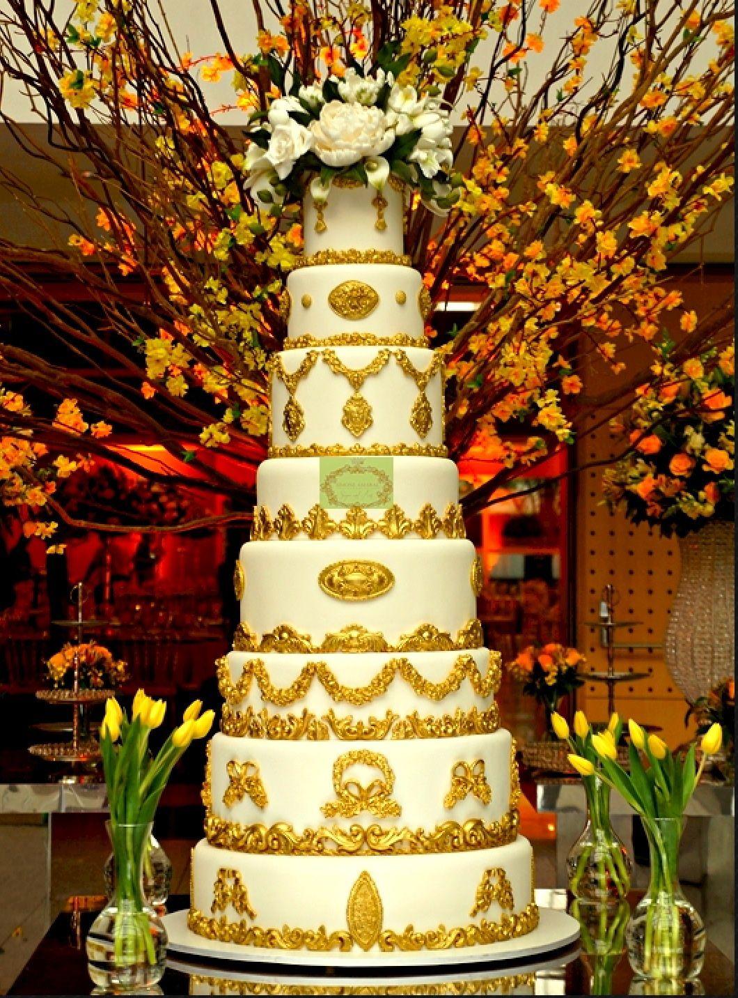Bolo gigante, 8 andares, 1,40 m de altura, detalhes provençal em pó de ouro, topo repleto de flores em açucar, criado e assinado por Simone Amaral. Siga www.instagram.com/simoneamaralofficial e curta www.fb.com/simoneamaralpatisserie
