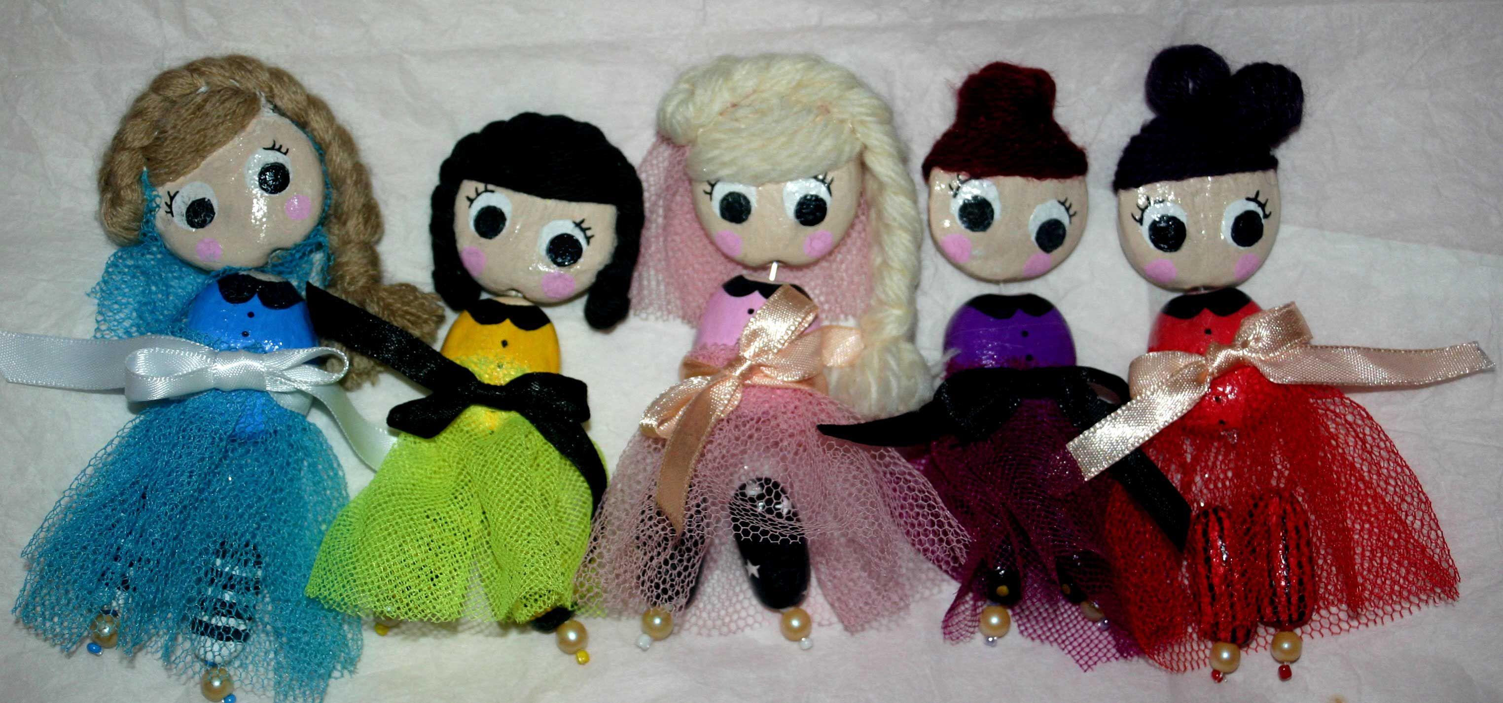 Pendentifs petites poupées