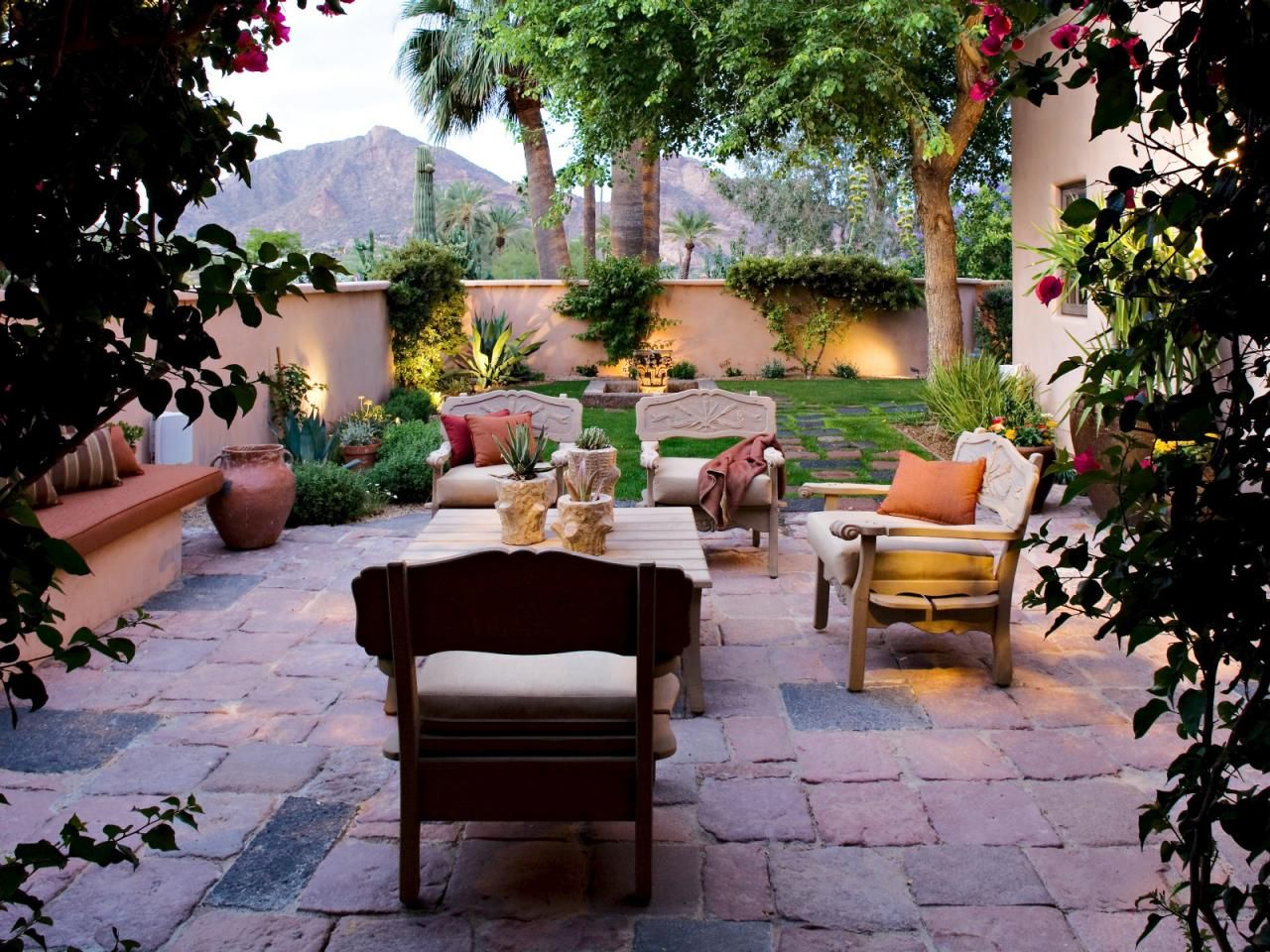 Stucco Walls Lend Privacy To This Arizona Backyard Rustic