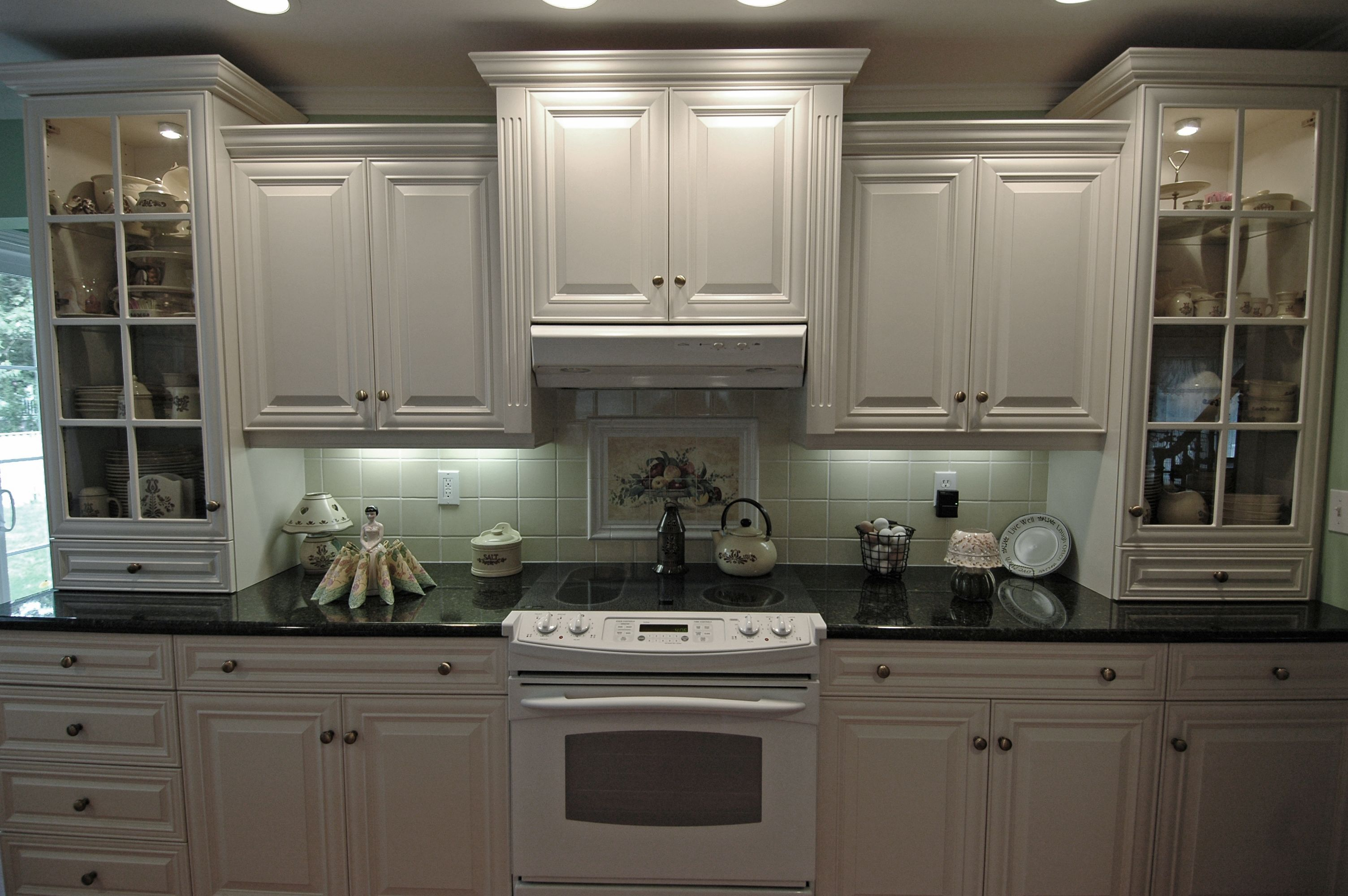 White Thermofoil Kitchen Small Modern Kitchens White Modern Kitchen Modern Kitchen