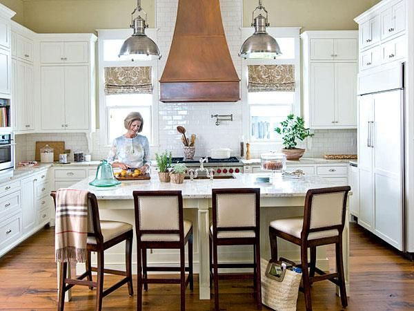 Exceptionnel A Copper Vent Hood In This All White Kitchen Makes The Room Appear Taller  By Drawing The Eye Upward. | Myhomeideas.com