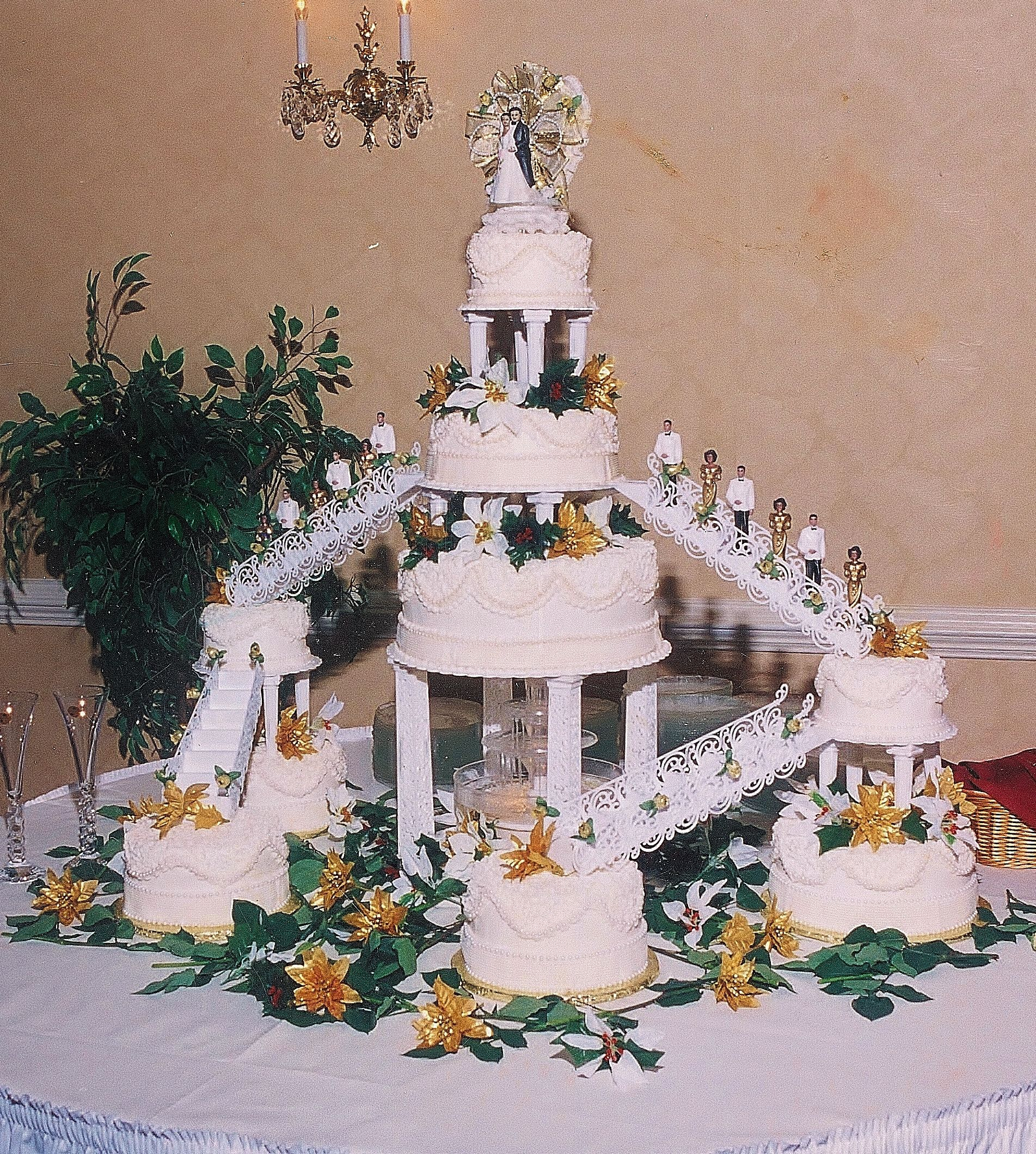 fountain wedding cake gorgeous wedding cake with nine cakes three flavors 14421