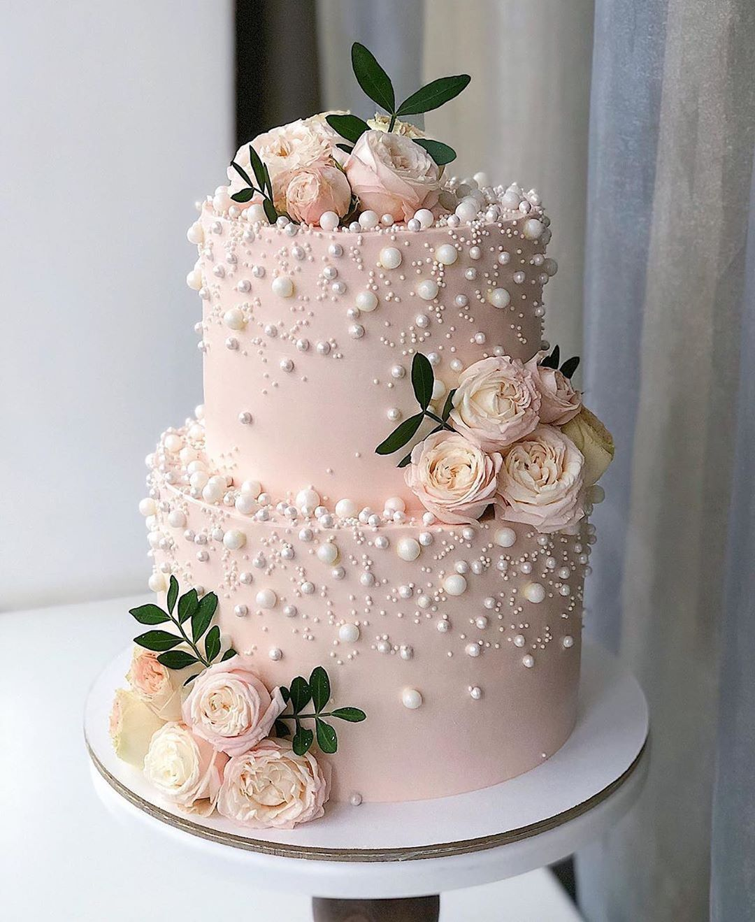 """THE WEDDING BLISS on Instagram: """"Such a beautiful cake🍰😍 Amazing work by  @kasadelika 🌸"""" 