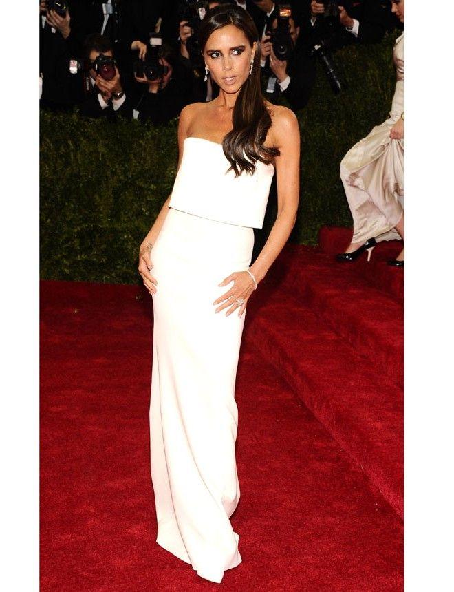 Victoria Beckham http://www.marie-claire.es/moda/tendencias/fotos/gala-met-2014-vestidos-en-la-alfombra-roja/victoria-beckham-8