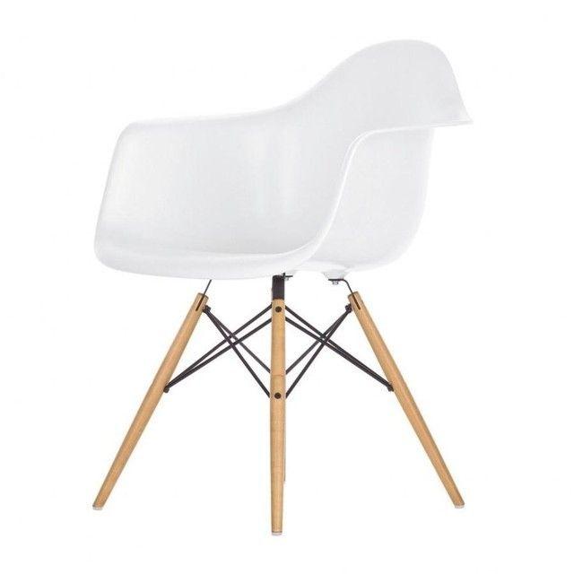 Eames Plastic Armchair DAW Ahorn Gelblich