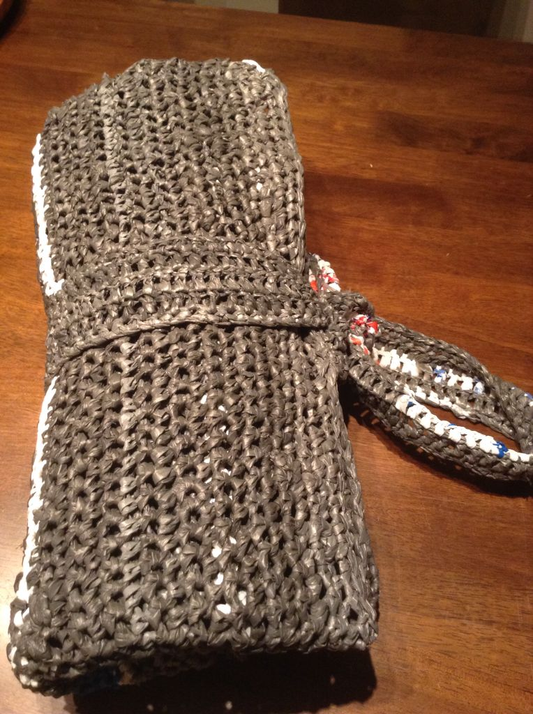 A Plarn Sleeping Mat Is Lightweight Durable Soft Warm Bug Resistant And Easily Cleaned It Consists Plastic Bag Crochet Plastic Bag Crafts Crochet Basics