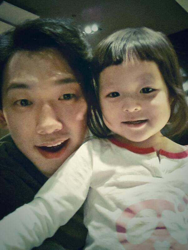 Rain shows off his baby face with Choo Sa Rang in an ...