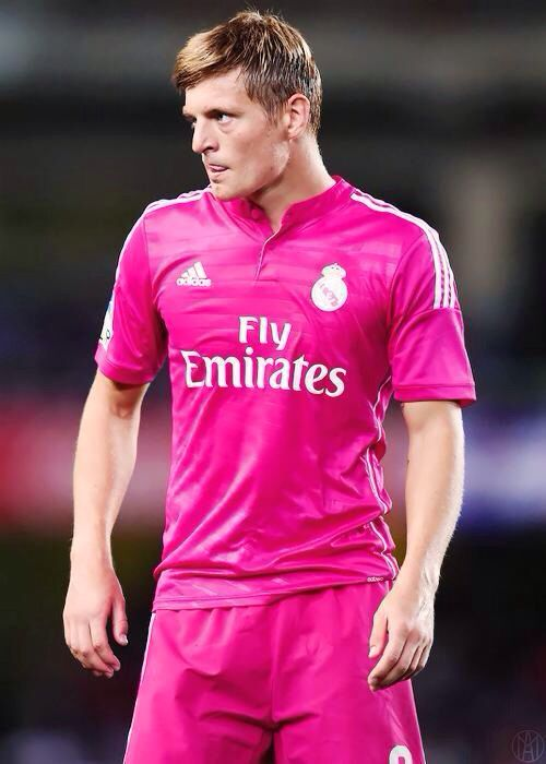 new concept 7b213 ef826 Toni Kroos in pink jersey | Toni Kroos | Real madrid ...