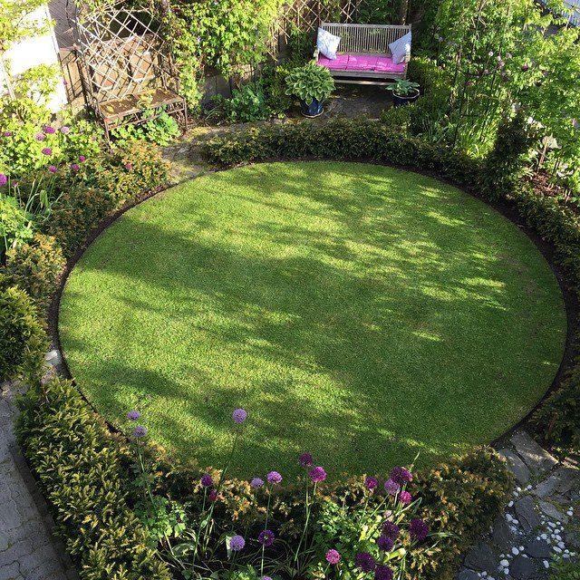 Love This Round Lawn Shade Garden Front Garden Design Garden Landscape Design
