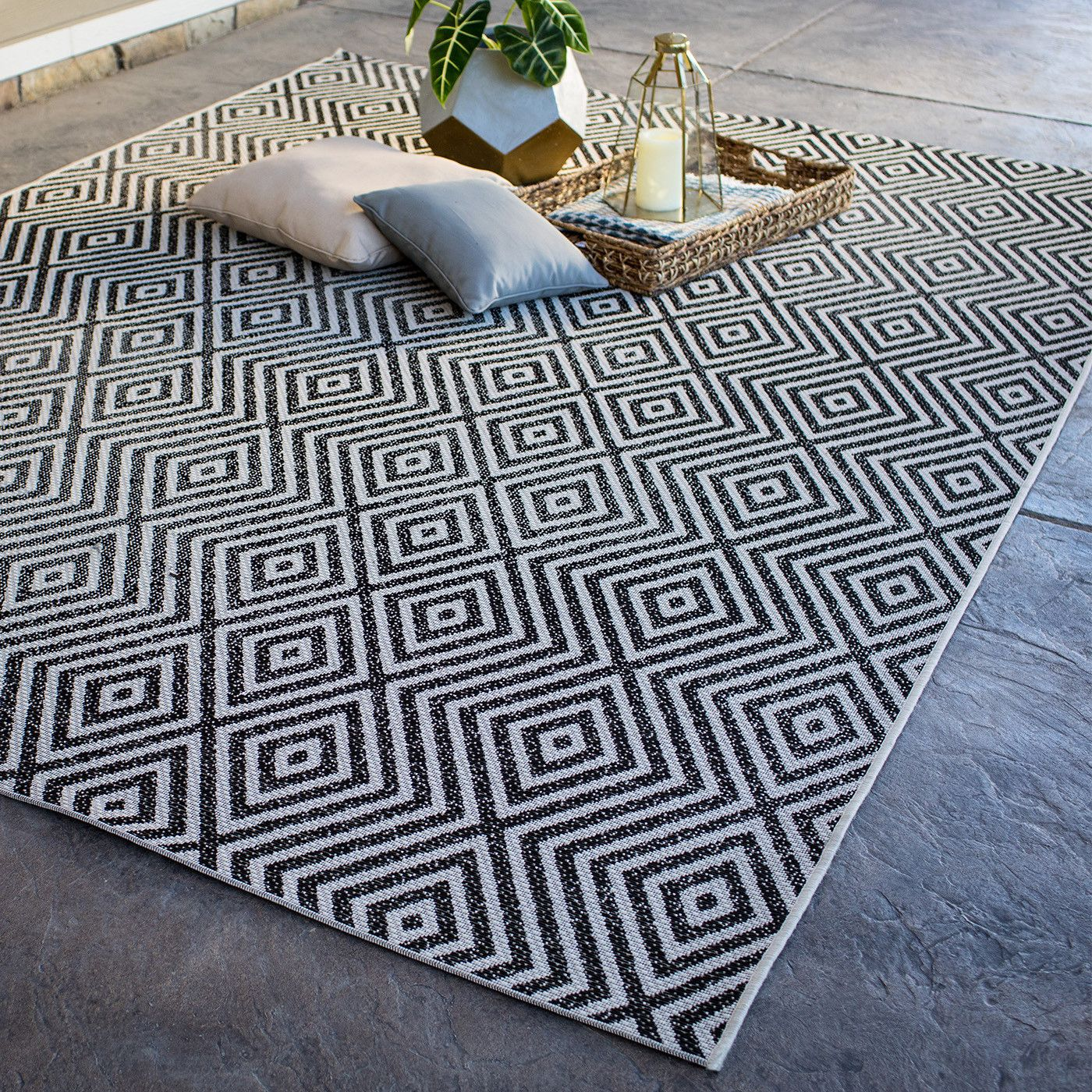 6 Outdoor Rug Trends For Summer Outdoor Rugs Outdoor Rugs Patio