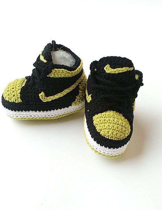 Crochet bebé Air Jordan Jordan zapatos de bebé por KrissiCrochets Crochet  Baby Shoes 3bb64cfb5