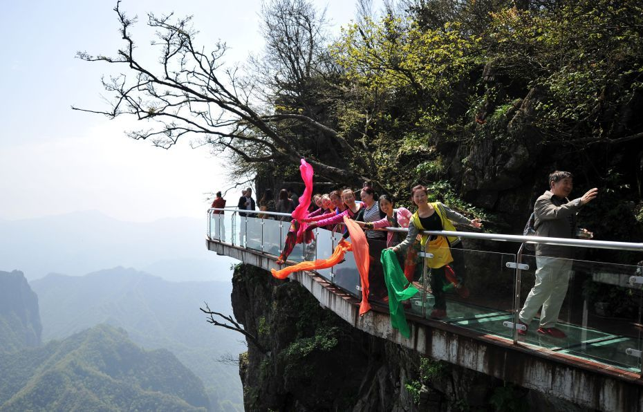 Stomach churning glass walkway finally opens in China
