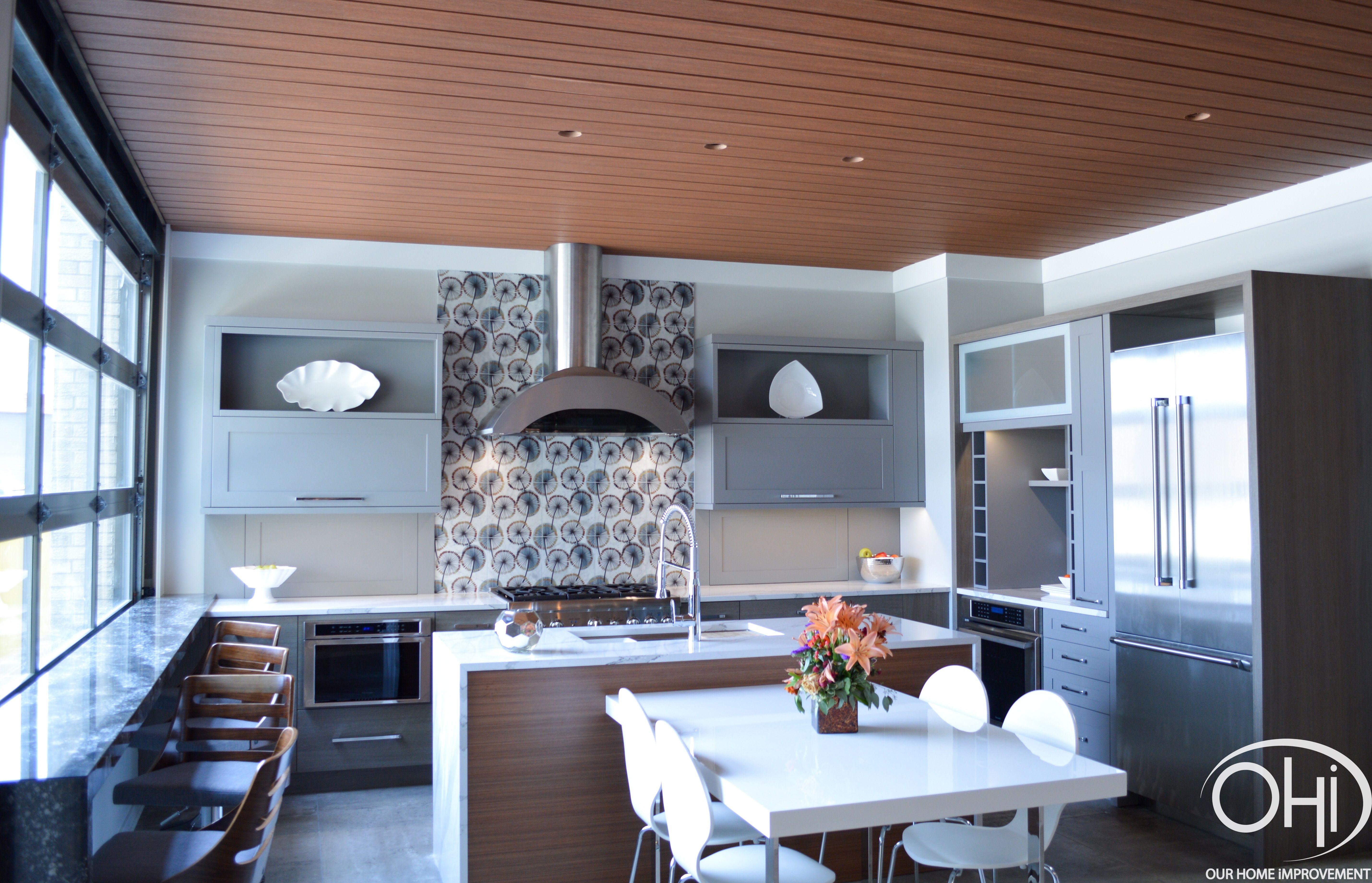 Outdoorküche Klein Quartz : Modern indoor outdoor kitchen with porcelain flooring quartz