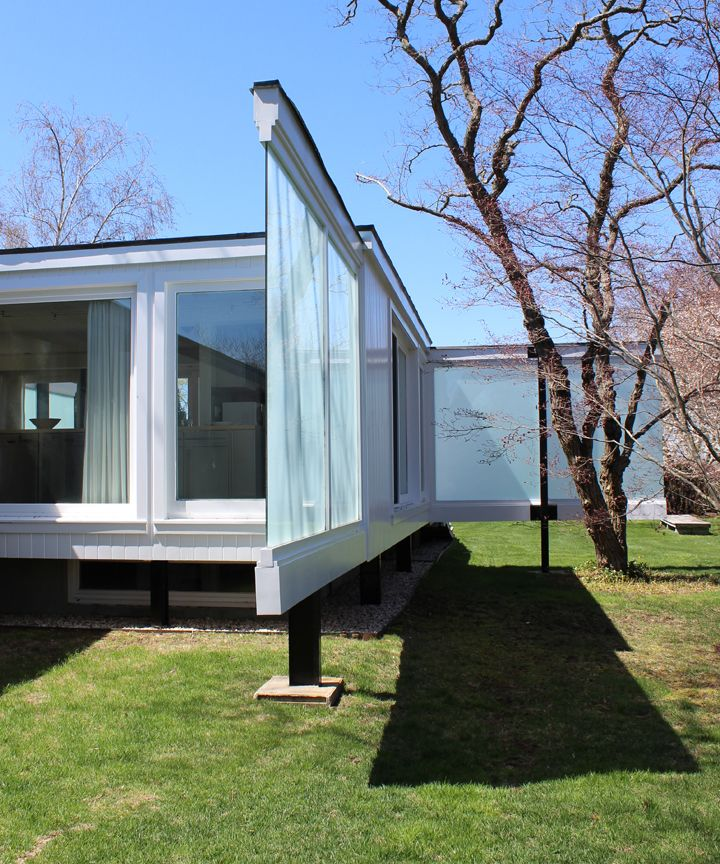 Fun in the Hamptons: The Pinwheel House. -- designed by Peter Blake, completed in 1954