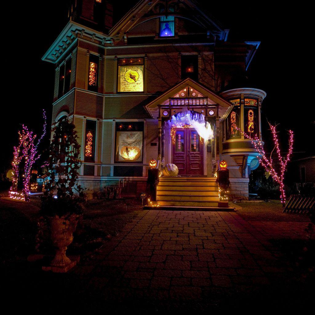 Halloween house great colors Outdoor halloween