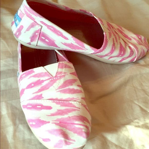 *sold* Pink Toms size 7, fits 7 or 7.5. Never worn TOMS Shoes Flats & Loafers