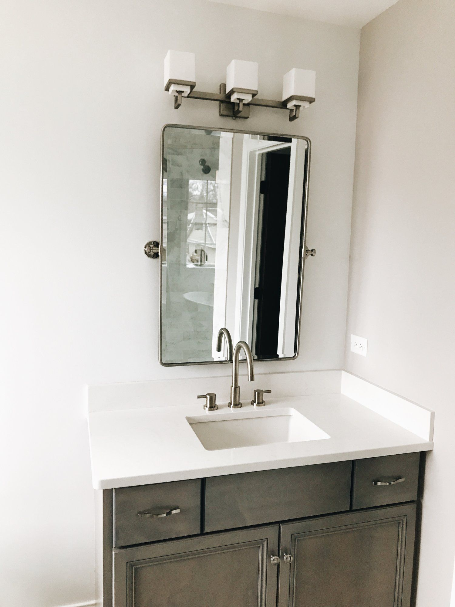 10 Budget Friendly Diy Vanity Mirror Ideas Vanity Mirror With Led Lights Bathroom Small Simple Bathroom Vanity Mirror Bathroom Vanity Bathroom Vanity Redo