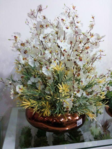 Orquídea Dançante branca, vaso de vidro metalizado rosê, folhagens, musgos, (LANÇAMENTO). OBS: RECOMENDO FRETE E-SEDEX, POR SER FRAGÍL. R$ 299,90