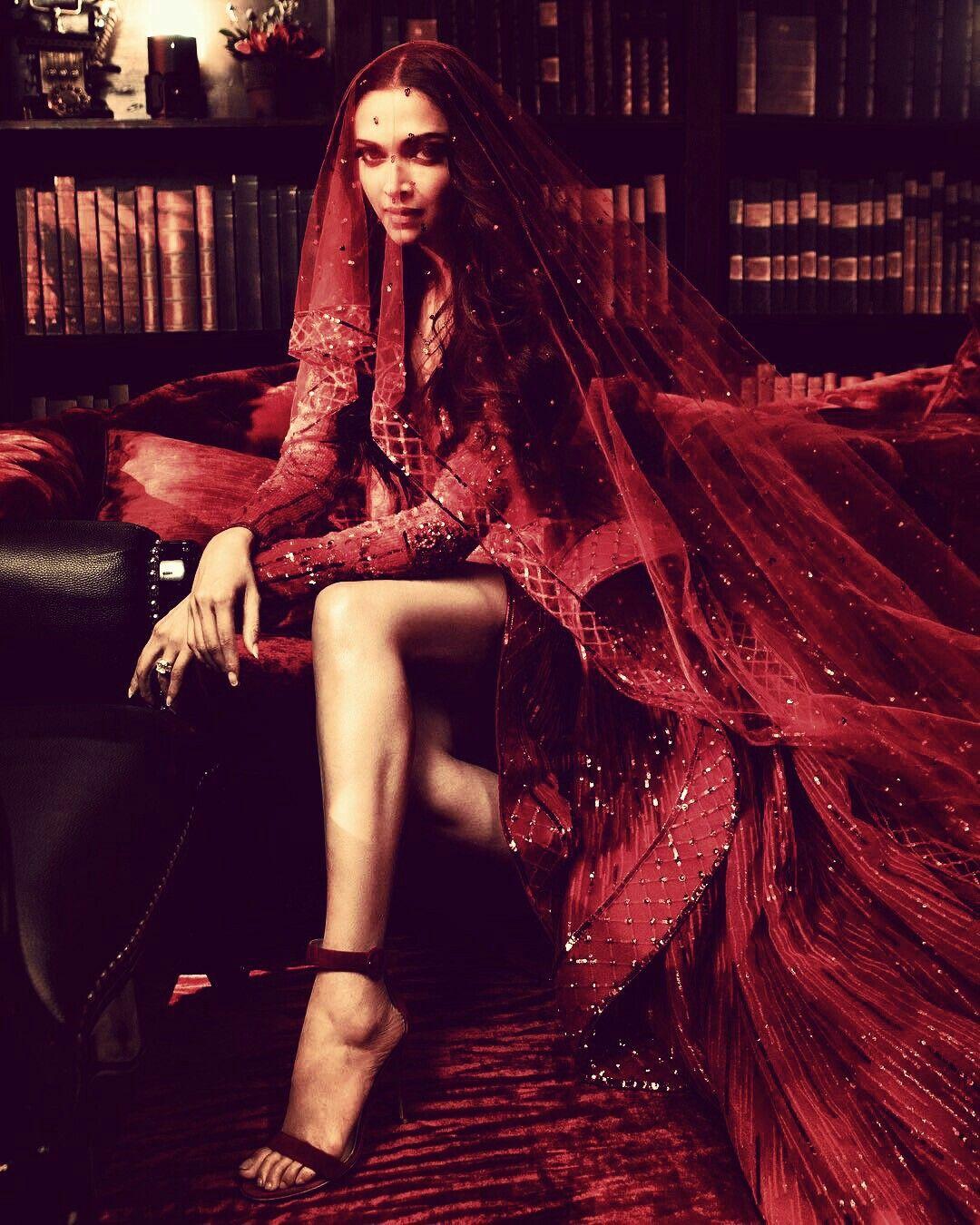 Pin by Hitu Zala on deepu ️   Indian photoshoot, Deepika ...