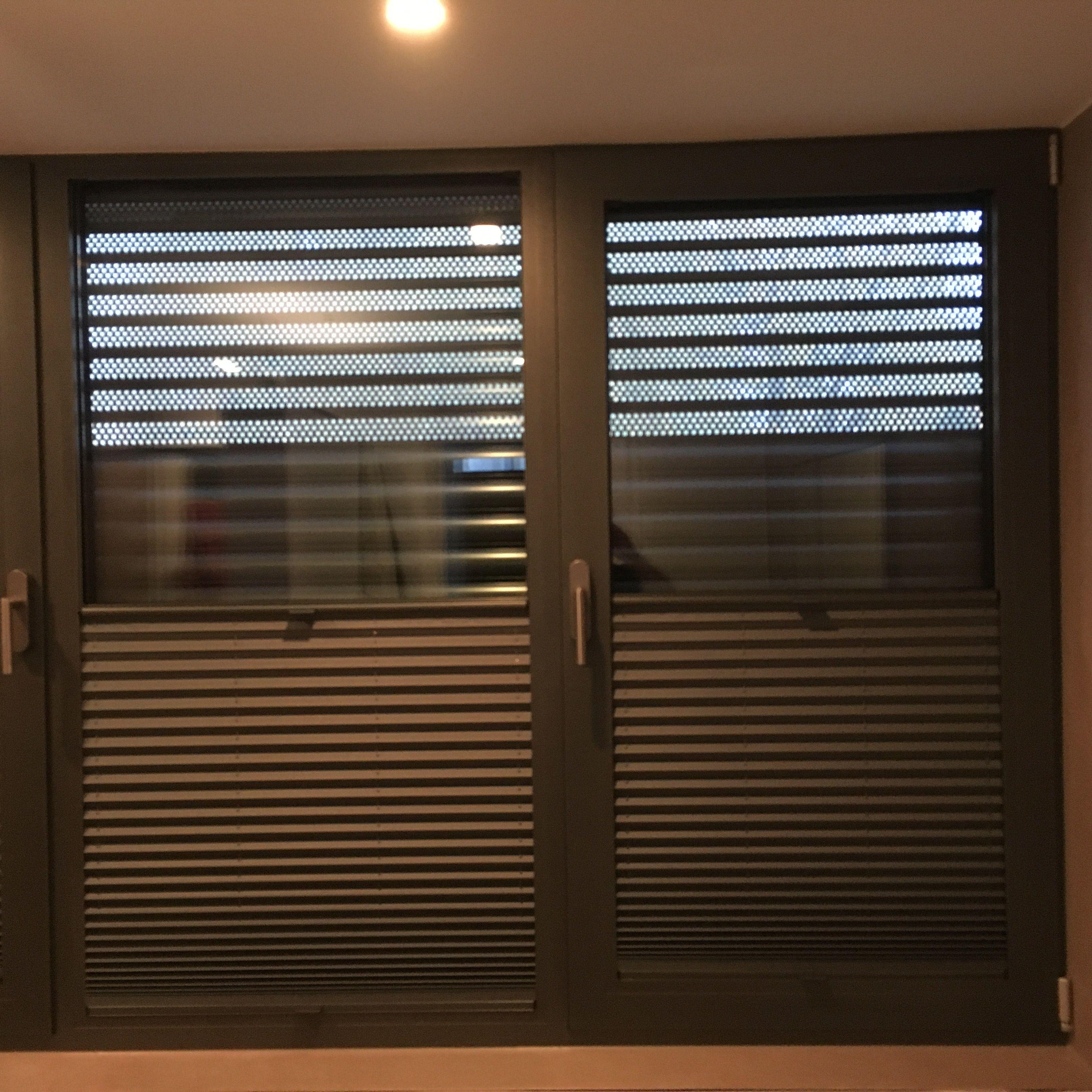 Alulux Qompact Rollladen Mit Luftungsgitter Rolladen Fenster Rollladen Sichtschutz Fenster