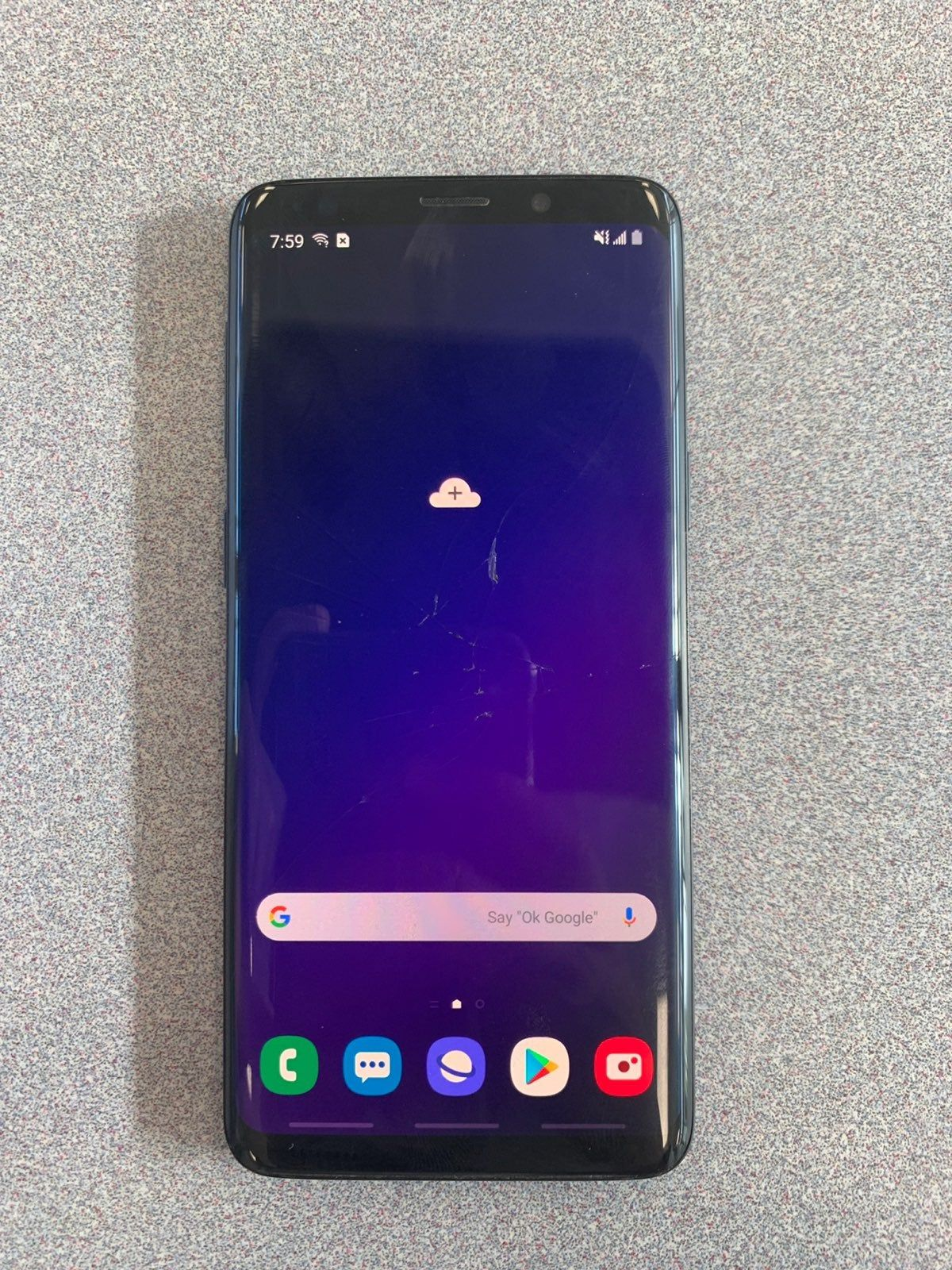 Carrier Unlocked Samsung Galaxy S9 The Screen Is A Little Cracked As Seen In The Photos But Don T You Don T Really Notice It Samsung Samsung Galaxy S9 Phone