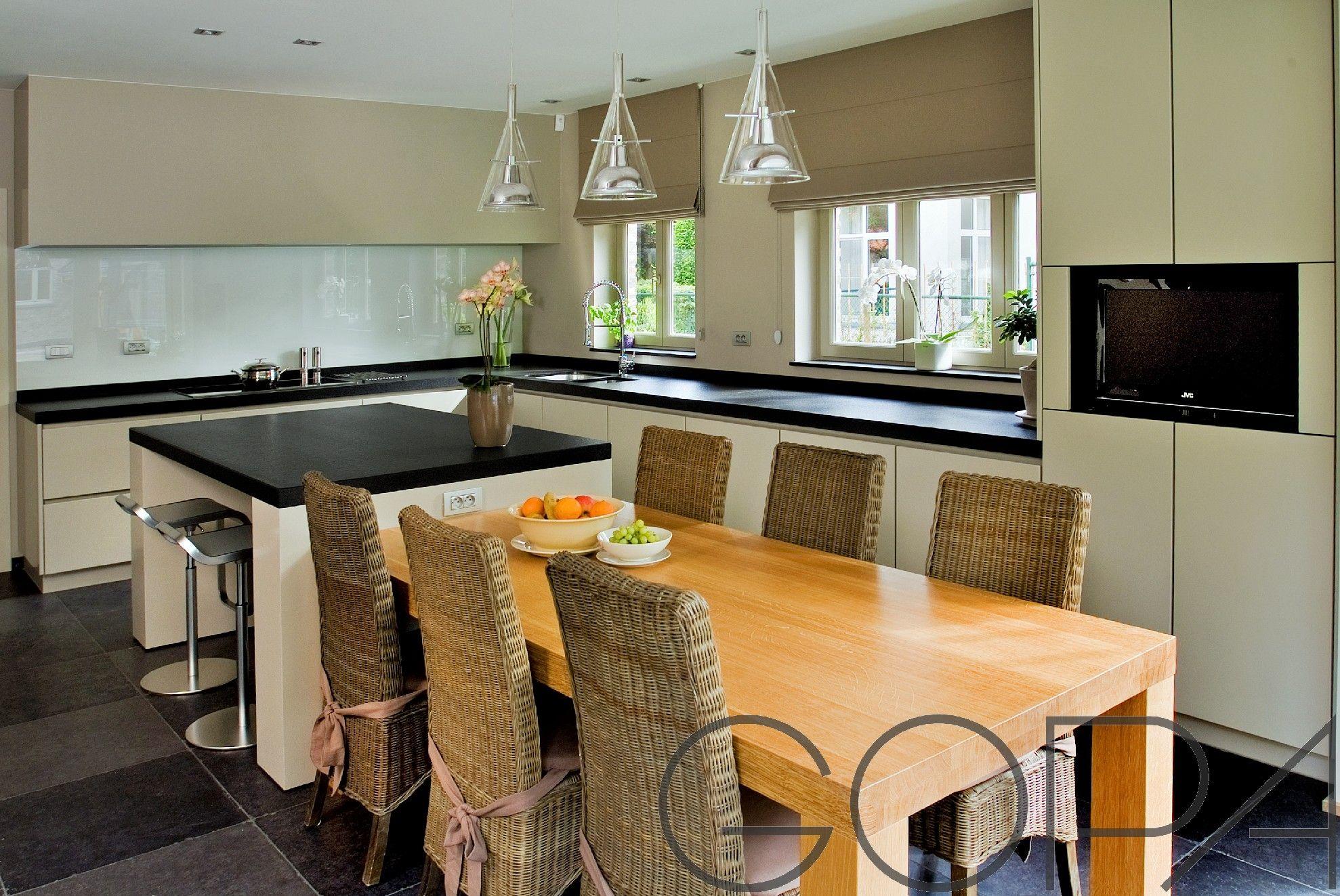 Moderne Greeploze Keuken : Moderne greeploze keuken met eiland en eettafel strakke keukens