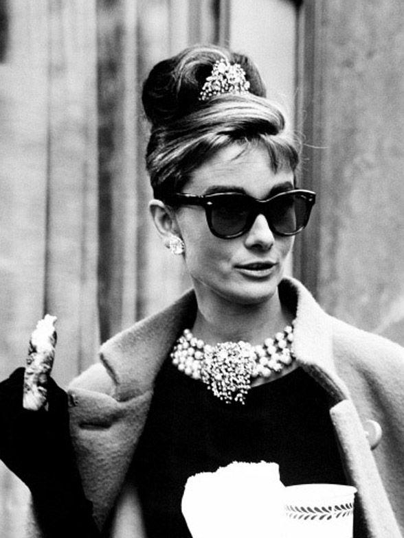 Audrey Hepburn with coffee | #Celebrities | Tantus Photo Galerie