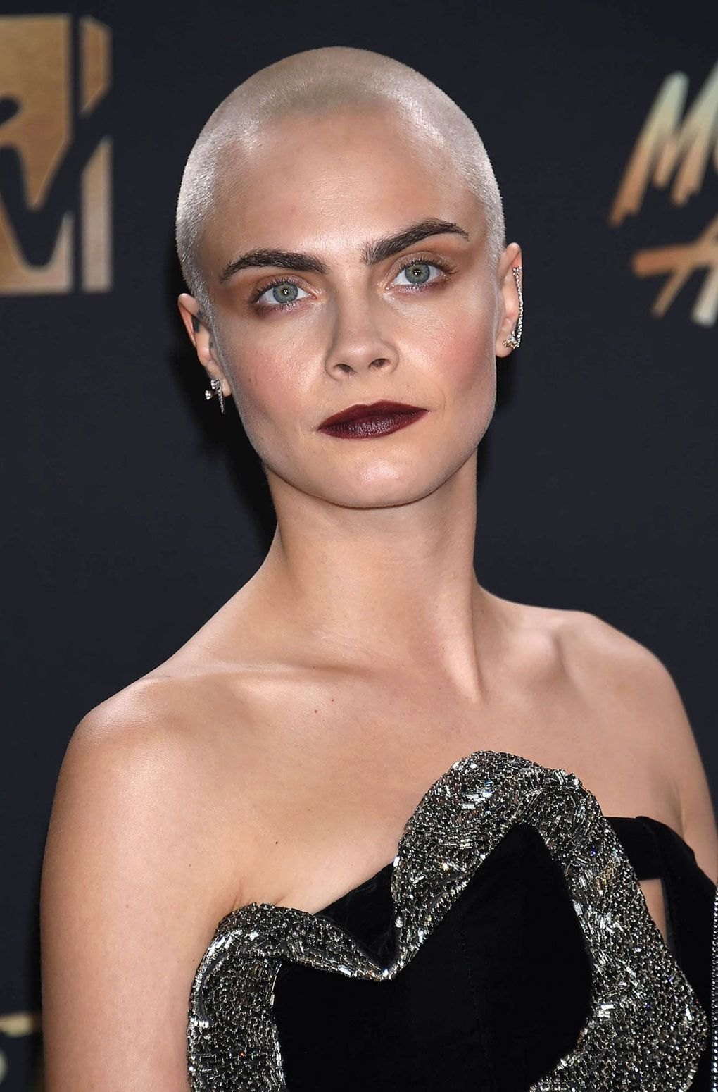 Six Great Mtv Movie Tv Awards Beauty Looks Cara Delevingne