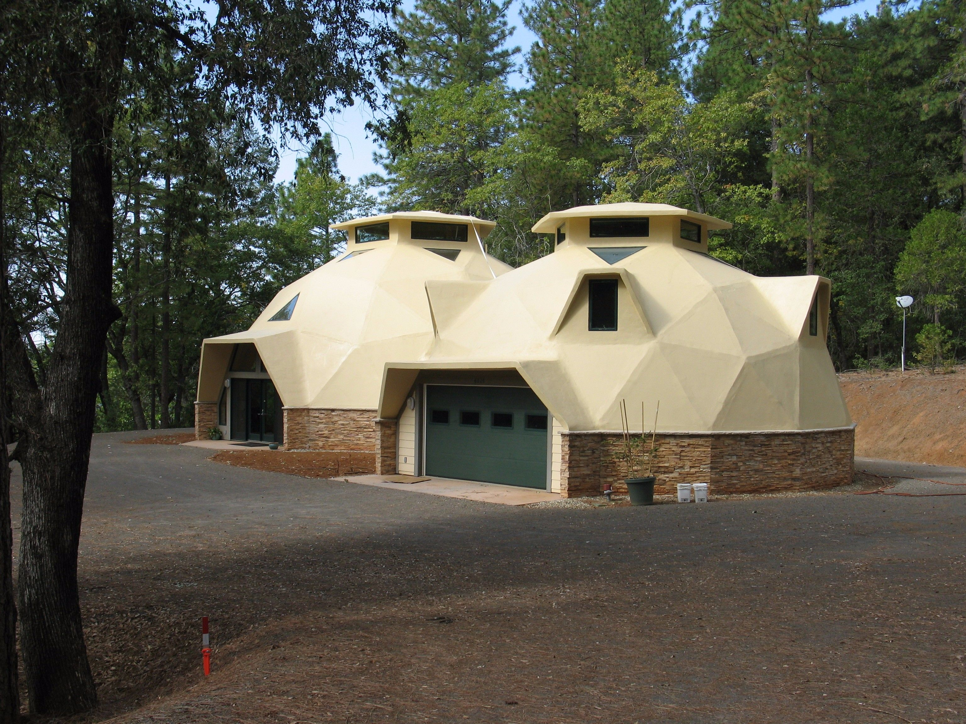 Kaufman garage house 1536 Kaufman garage house 1536 Kopuy Geodesic dome