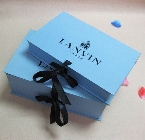 good qualit rigid cardboard book shape box with ribbon