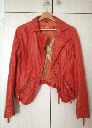 À vendre sur #vintedfrance ! http://www.vinted.fr/mode-femmes/vestes-en-cuir/24495562-veste-en-cuir-rouge-oakwood
