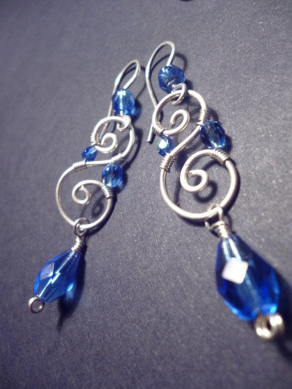 Spiral Ohrringe in Royal-blau und Silber Draht gewickelt ...