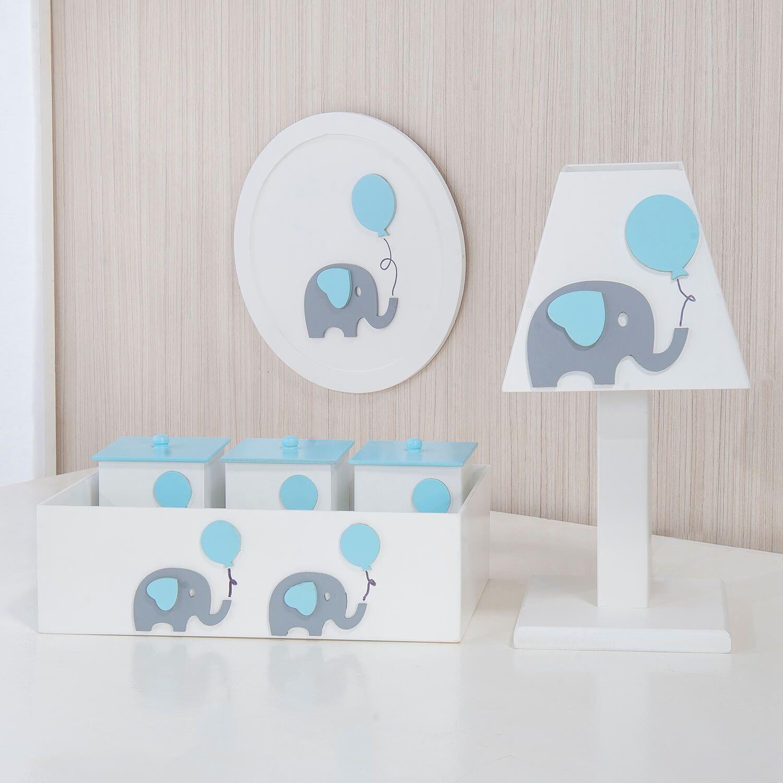 O Kit Acessórios Elefantinho e o Balão Azul chegou para deixar o quarto de bebê de elefantinhos ainda mais especial! Você vai amar esses acessórios cheios de personalidade, para combinar com o cantinho mais especial da casa!