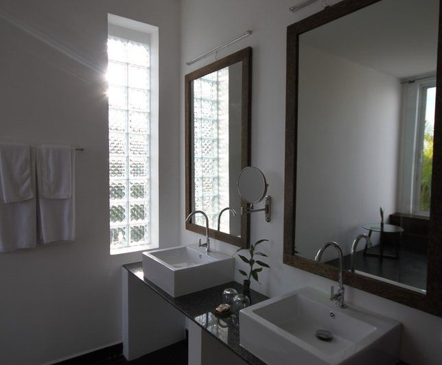 Photo Deco : Salle de bains  Blanc  Contemporain   Maison_zen_contemporain_coloree_orange