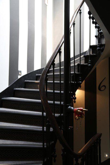 Peinture escalier ancien google zoeken cage d 39 escalier for Peinture escaliers