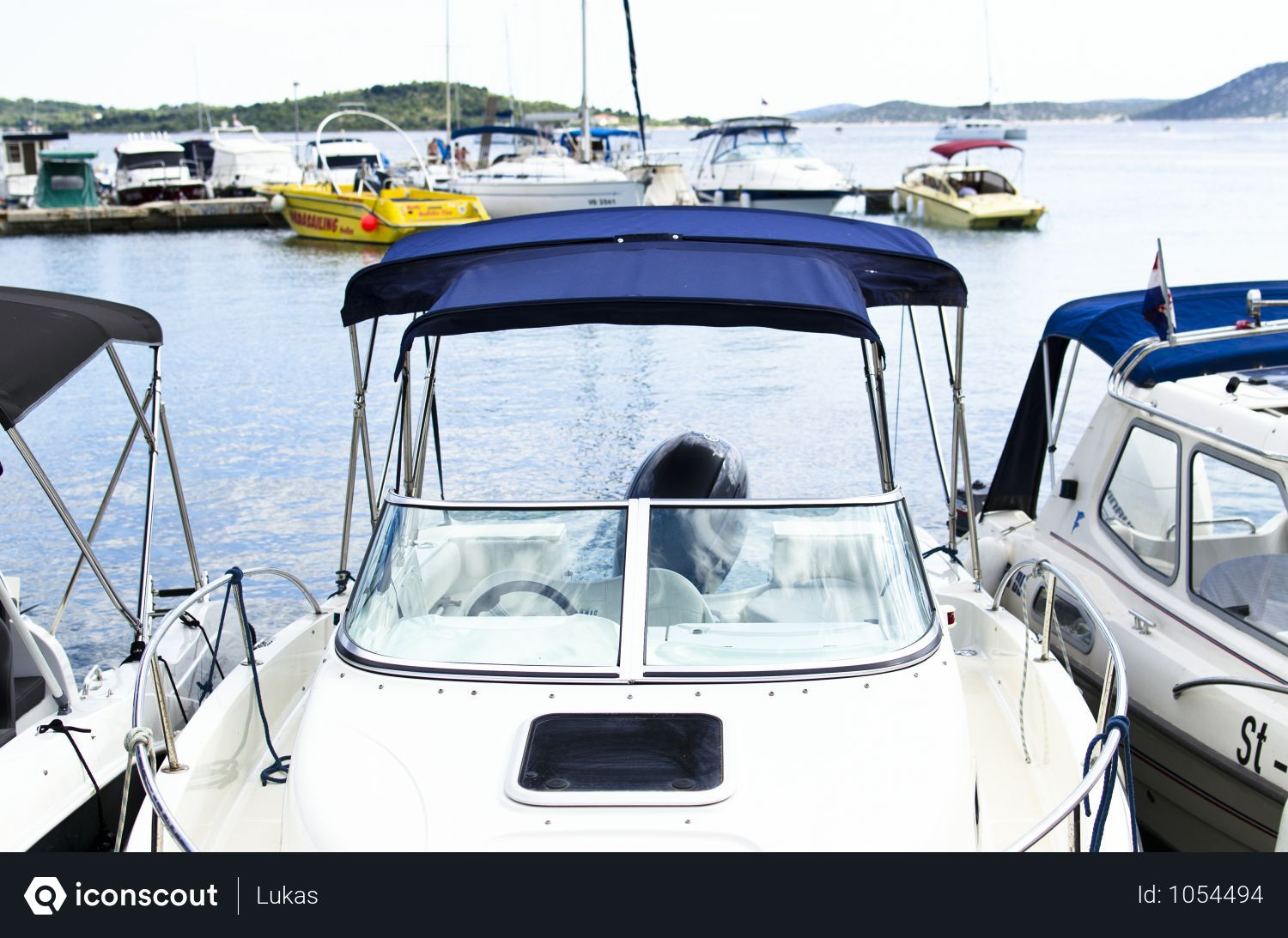 Free white and blue boat photo download in png jpg