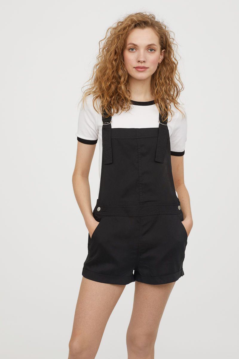 Short Jumper Outfit : short, jumper, outfit, Guide, Stylish, Sustainable, Festival, Fashion, Overall, Shorts,, Jumper, Shorts, Outfit,, Overalls