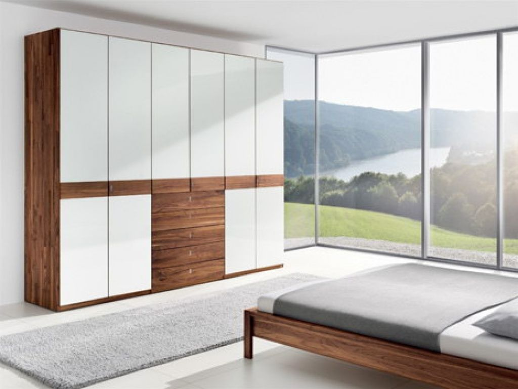 Sunmica design wardrobe gallery in wall bedroom for Interior decoration wardrobe designs