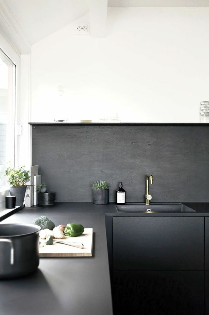moderne küchen küchenschränke in schwarz matt und weiße wände ...