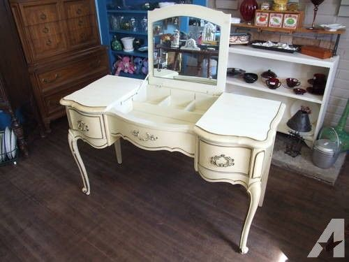 Vintage French Provincial Vanity With