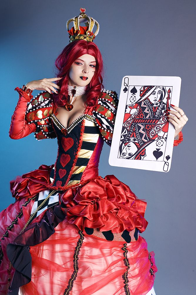 A sexy version of the Queen of Hearts will be sure to strike fear into anyone's heart!