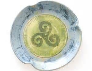 pottery art celtic ceramics pottery triskelion leave a comment mystro (shawnstorer.com)
